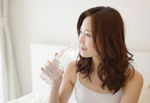 美爪を目指しケイ素たっぷりのシリカ水を常飲しています!