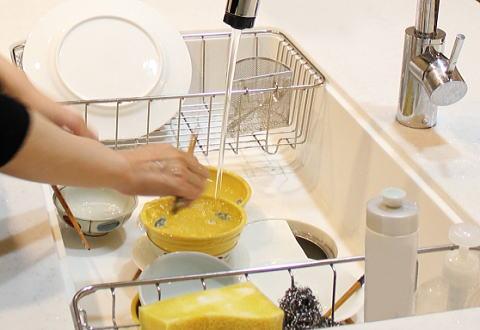 手袋なしの洗い物も爪乾燥の原因に