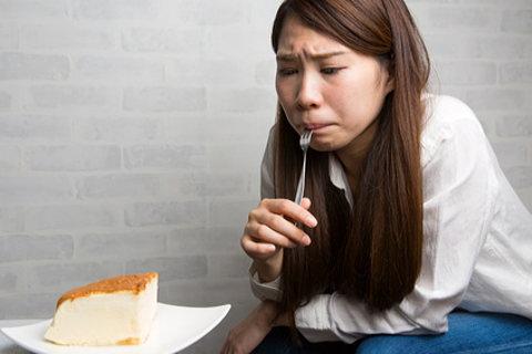 糖質制限中なので、大好きなケーキもグッと我慢・・・。