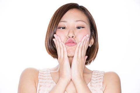 小顔マッサージでブルダック顔が治る?。