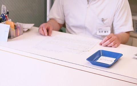 pmtcを受け、歯医者の受付で会計。果たして料金は?
