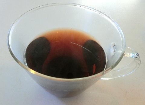 カップに注いだダイエットプーアール茶