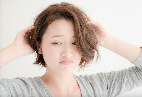 髪のうねりと膨らみで髪型がまとまらず憂鬱な朝・・・。