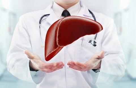 鉄の過剰摂取は肝障害のリスクもあります。