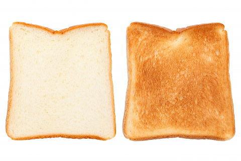 トーストして色が変わった食パン~焦げた食品は血管老化の原因に