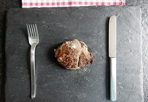 ステーキは太る?太らない?