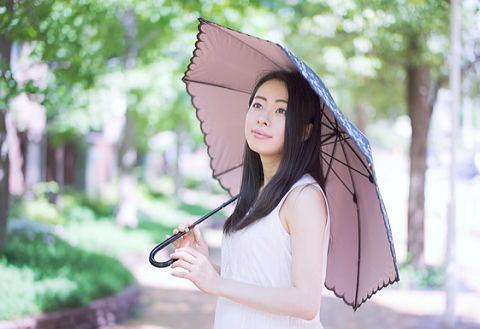 髪の日焼けを防ぐ日傘は外出時の必需品