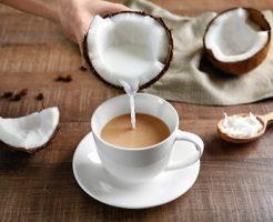 MCTオイルのかわりにココナッツオイルをコーヒーに入れてバターを加えれば、なんちゃって完全無欠コーヒーの出来上がり!