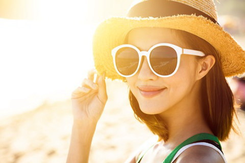 紫外線の強い海では帽子とサングラスは必須です。