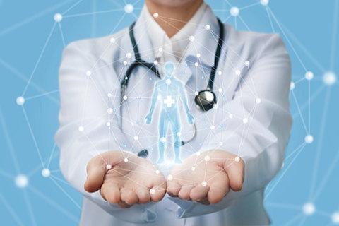 痩せるホルモンGLP-1の働きについて説明する医師
